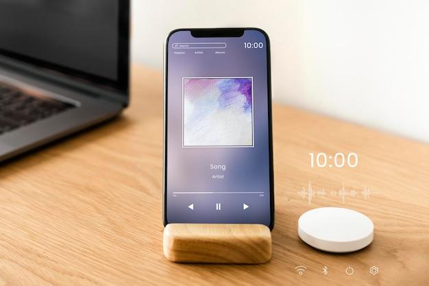 Maquete de tela de smartphone com alto-falante inteligente