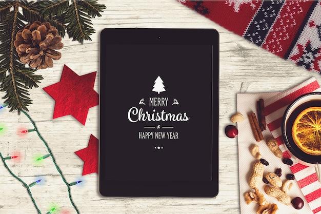 Maquete de tela de tabuleta com design de natal
