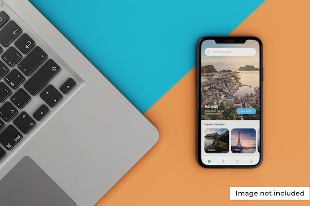 Maquete de tela móvel moderna com laptop