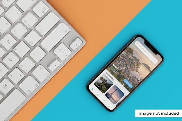 Maquete de tela móvel realista com teclado