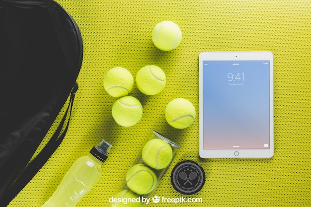 Maquete de tênis com tablet