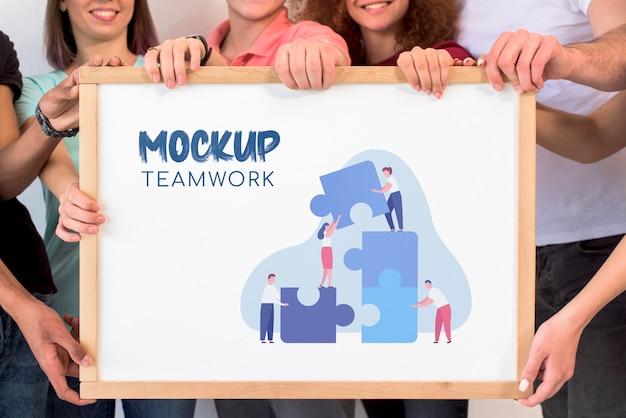 Maquete de trabalho em equipe com vista frontal