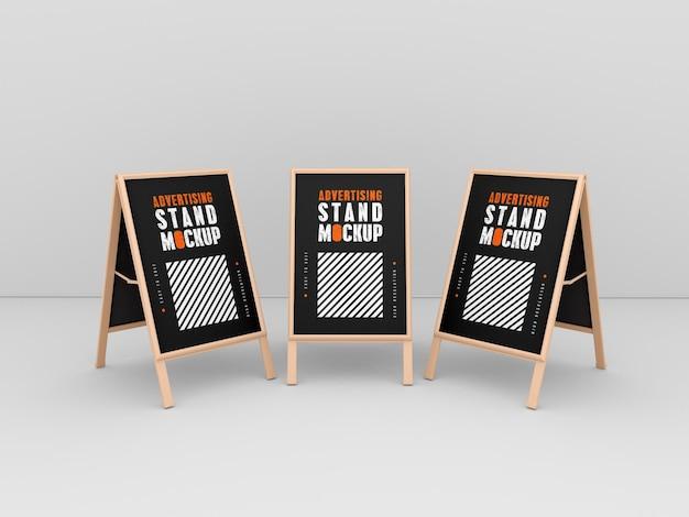 Maquete de três estandes de publicidade