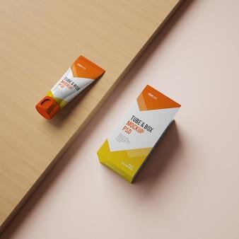 Maquete de tubo e caixa com design editável