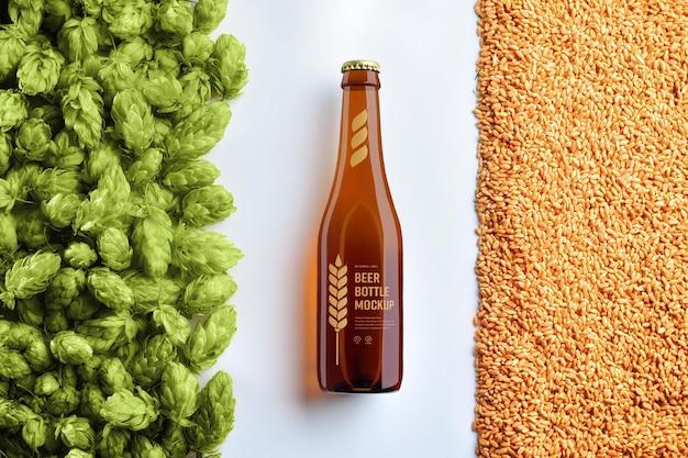 Maquete de uma garrafa de cerveja de vidro