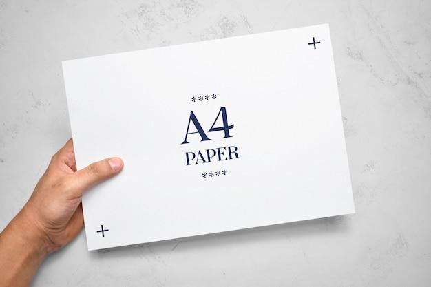 Maquete de uma pessoa entregando panfleto