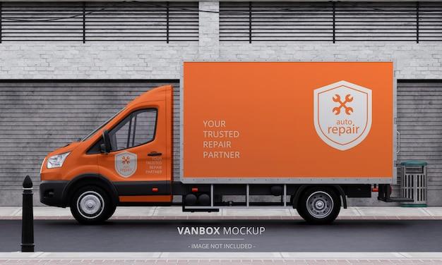 Maquete de van com caixa de transporte realista na rua vista do lado esquerdo