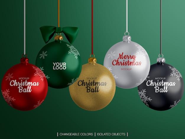 Maquete de variedade de decoração de bolas de natal isolada