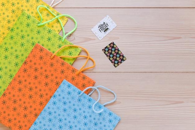 Maquete de vários sacos de compras para sexta-feira negra