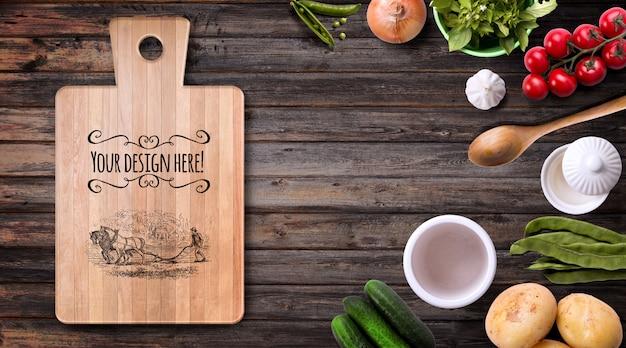 Maquete de vegetais orgânicos e utensílios de madeira