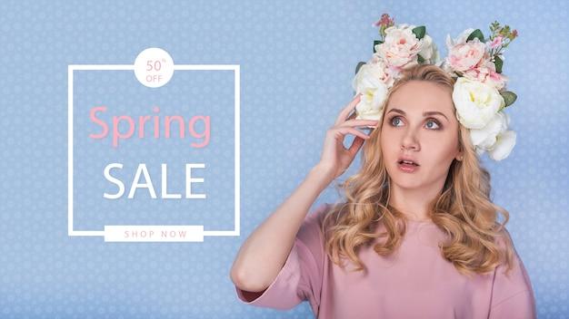 Maquete de venda de primavera com mulher elegante