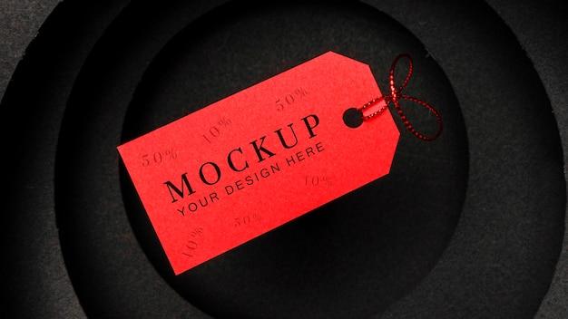 Maquete de venda preta na etiqueta de preço vermelha