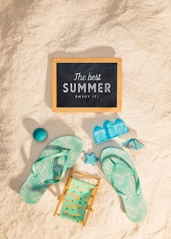 Maquete de verão com sandálias coloridas