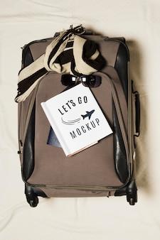 Maquete de viagem de bagagem com vista superior
