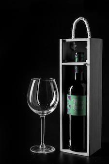 Maquete de vinho com caixa de madeira