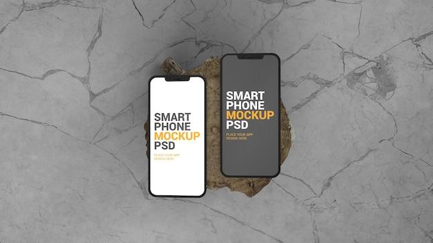 Maquete de vista superior de dois smartphones em toras de madeira