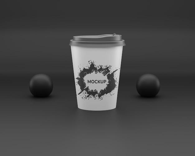 Maquete descartável de xícara de café preto