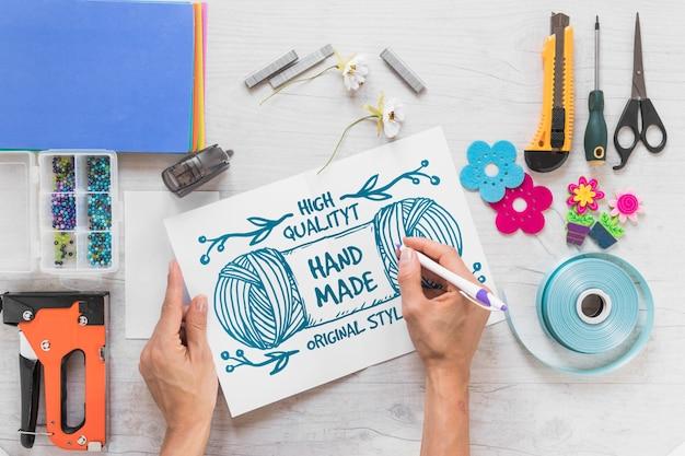 Maquete diy criativo com as mãos