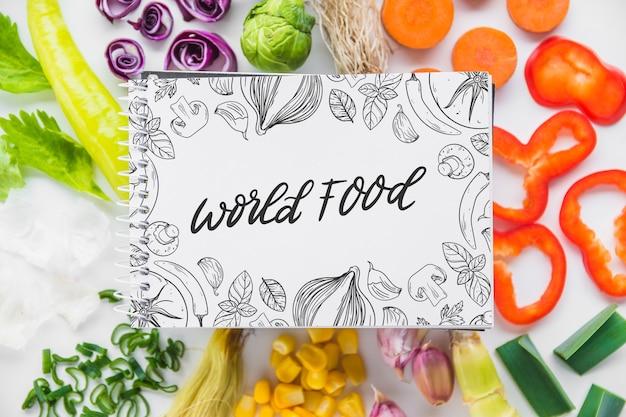 Maquete do bloco de notas com conceito de comida saudável