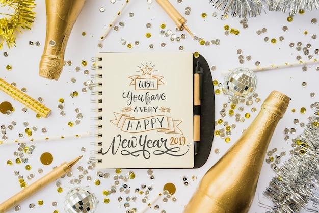 Maquete do bloco de notas com decoração de ano novo