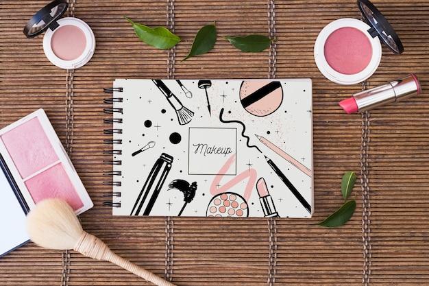Maquete do bloco de notas com o conceito de beleza