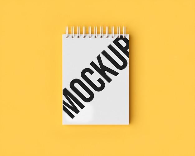 Maquete do bloco de notas em amarelo
