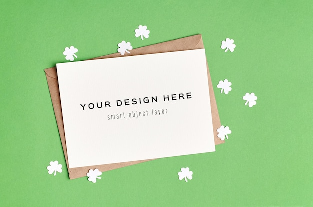 Maquete do cartão do dia de são patrício com trevo de papel