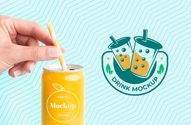 Maquete do conceito de suco de bebida doce