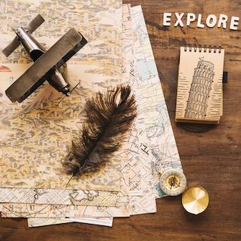 Maquete do conceito de viagens vintage com o bloco de notas