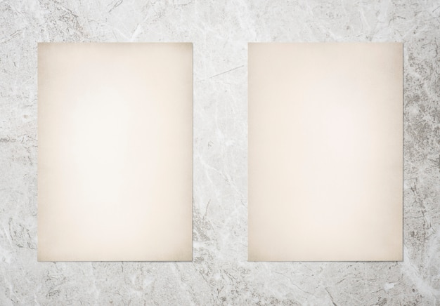 Maquete do conjunto de papel no fundo de mármore