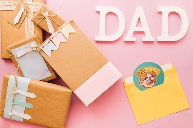 Maquete do dia dos pais com caixas de presentes e envelope