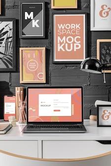Maquete do espaço de trabalho com dispositivos