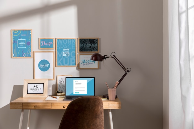 Maquete do local de trabalho com dispositivos