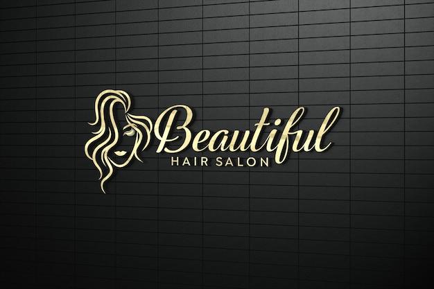 Maquete do logotipo 3d dourado na parede em preto