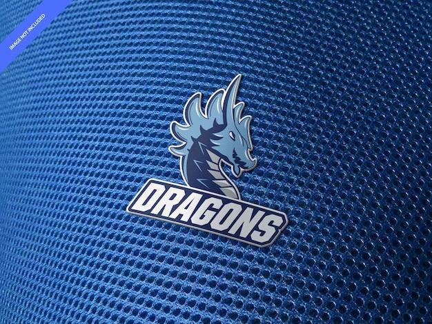 Maquete do logotipo com estampa de borracha em tecido de malha esportiva azul