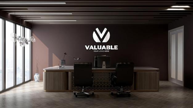 Maquete do logotipo da empresa na sala do gerente do escritório
