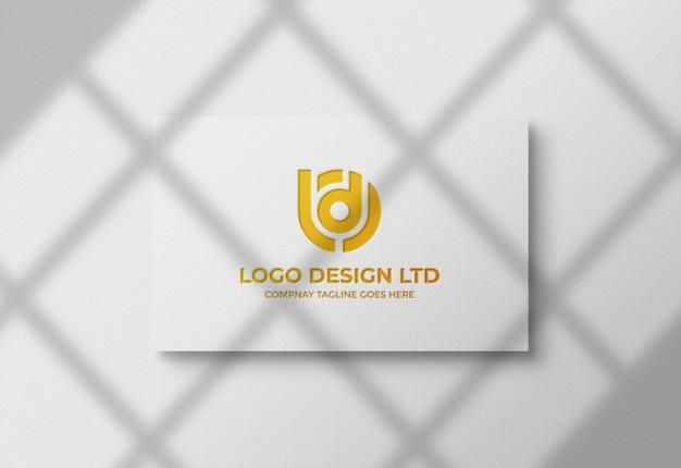 Maquete do logotipo da folha de ouro no cartão de visita