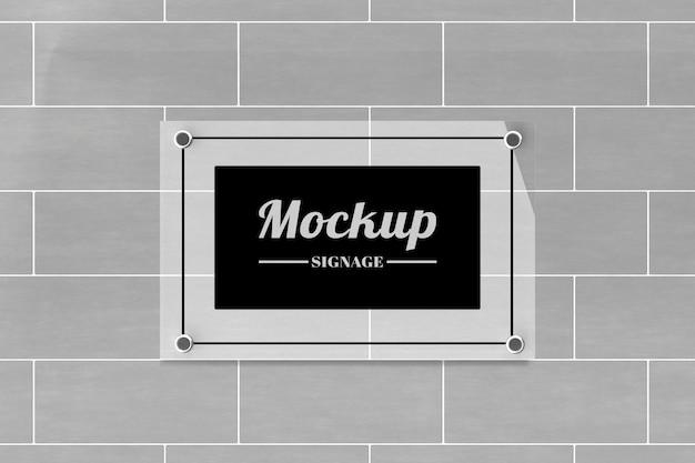 Maquete do logotipo da placa de vidro fixada na parede