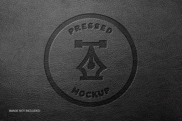Maquete do logotipo de couro preto prensado