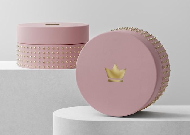 Maquete do logotipo de luxo na caixa de joias rosa para a identidade da marca renderização em 3d