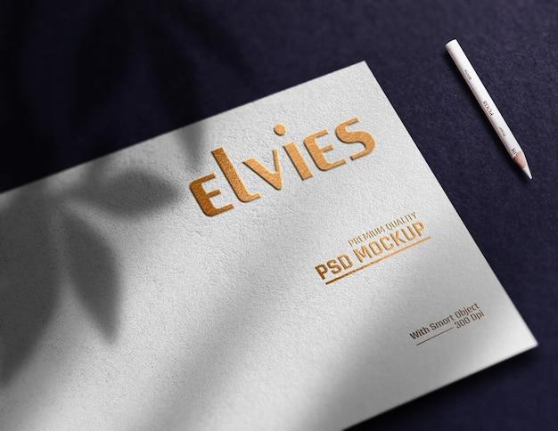 Maquete do logotipo de papel dourado