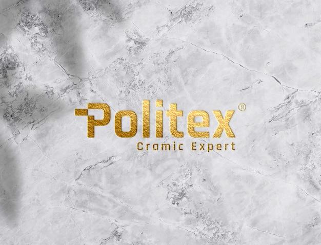 Maquete do logotipo de textura dourada em fundo de cerâmica