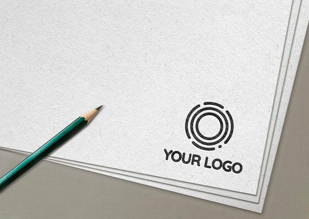 Maquete do logotipo desenhado com grafite