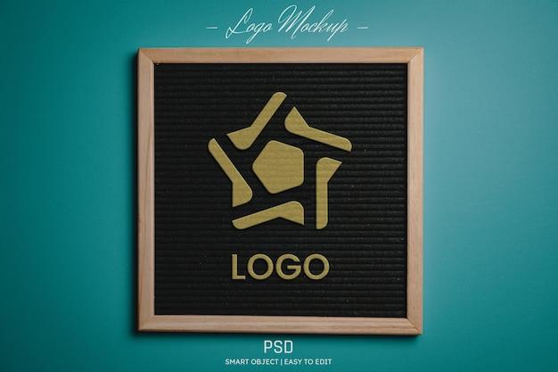 Maquete do logotipo do efeito de brilho dourado