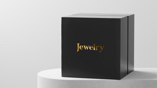 Maquete do logotipo do relógio ou da caixa de joias na mesa branca