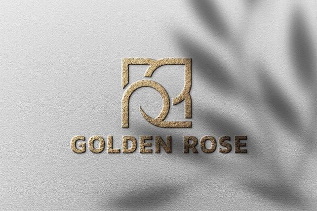 Maquete do logotipo dourado com sombra de planta