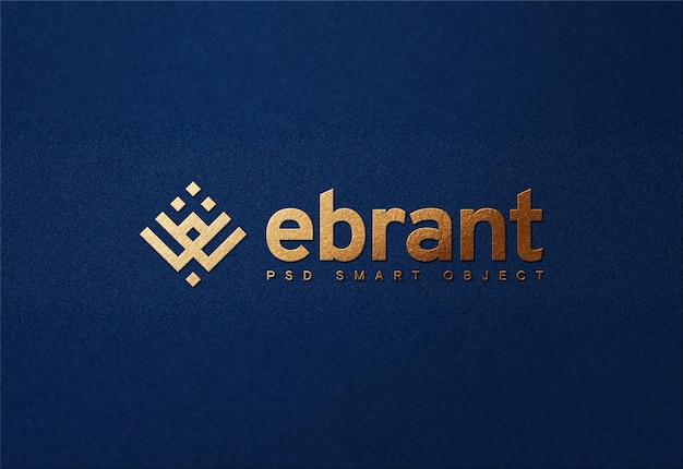 Maquete do logotipo dourado de luxo em papel azul