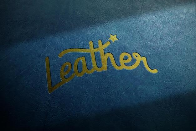Maquete do logotipo dourado estampado em couro azul escuro