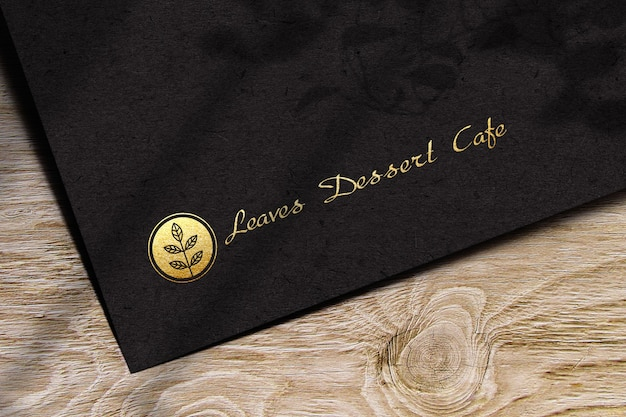 Maquete do logotipo em papel escuro