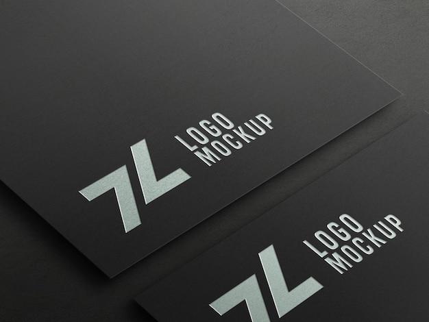 Maquete do logotipo em relevo em folha de prata em perspectiva